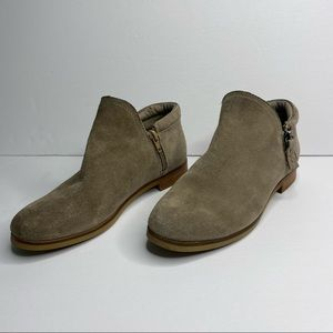 Steve Madden Connr tan suede ankle booties 7.5